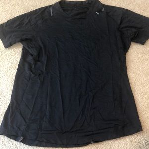Men's Lululemon shirt. Excellent used condition.